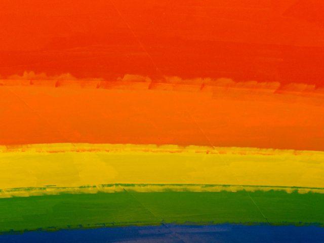 Comment le drapeau de la fierté arc-en-ciel a-t-il été créé ?